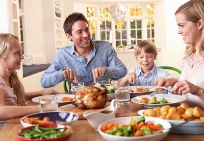 652x450_115856-de-ce-este-cina-in-familie-importanta-pentru-copil