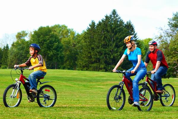 copil_familie_ciclism