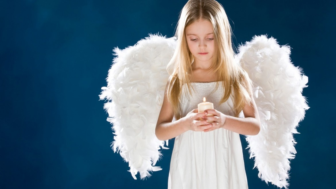 Girl-angel-wings-candle-sad-children-Wallpapers